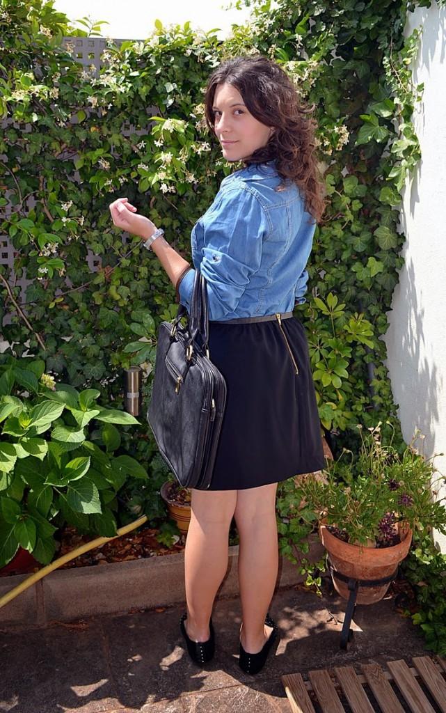 denim, moda, fashion, looks, fashionblogger, mi vestido azul, negro, vaquero, black, falda, skirt, look, jardín, Castellón, plata, collar, plumas