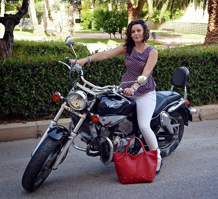 bolso rojo, moto, peplum, fashion blogger, castellón, moda, fashion, blogger, blog de moda, rojo, red, bag,