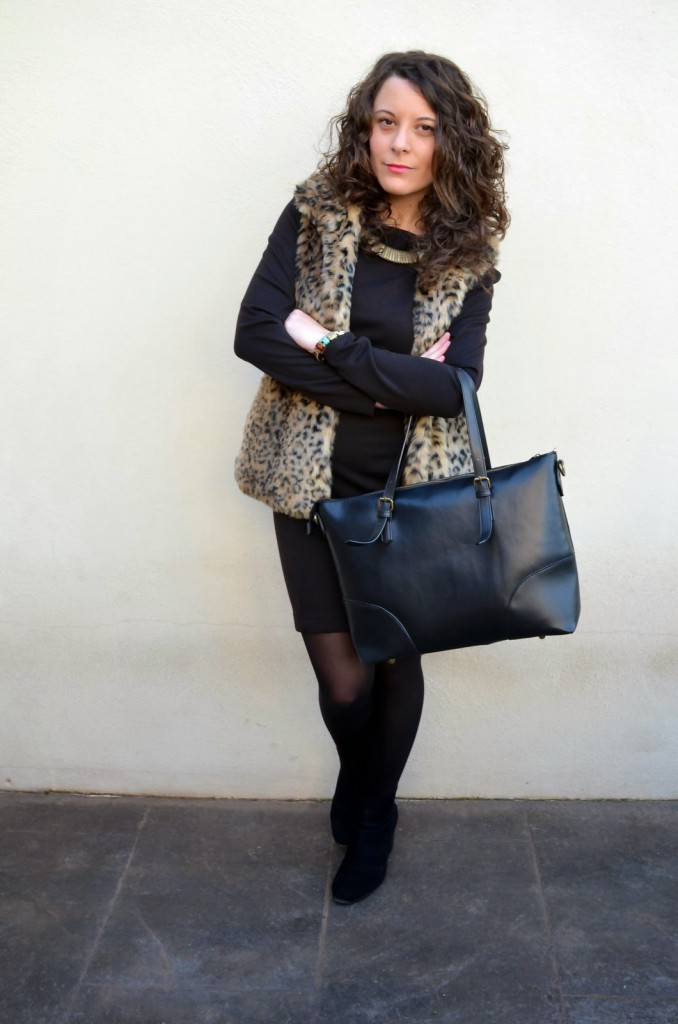 fur vest, blogger, look, chaleco, pelo, castellon, mi vestido azul, outfits, lbd, fashion blog