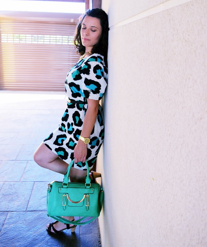 Mi vestido azul - Green animal print (1)