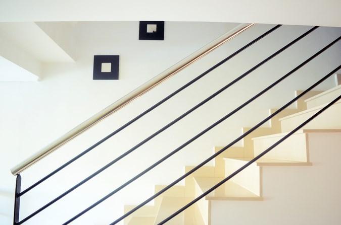 Decorar una escalera con espejos (3)