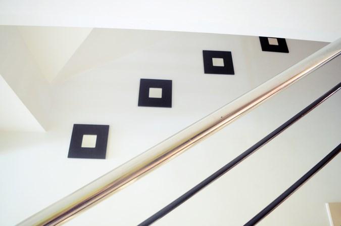 Decorar una escalera con espejos (4)