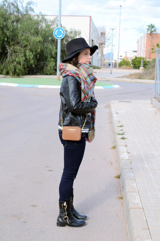 Leather and stripes_look_mivestsidoazul (2)