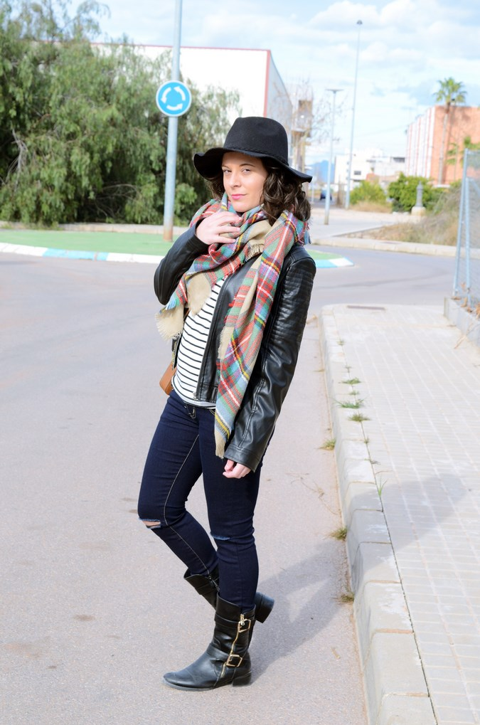 Leather and stripes_look_mivestsidoazul (4)