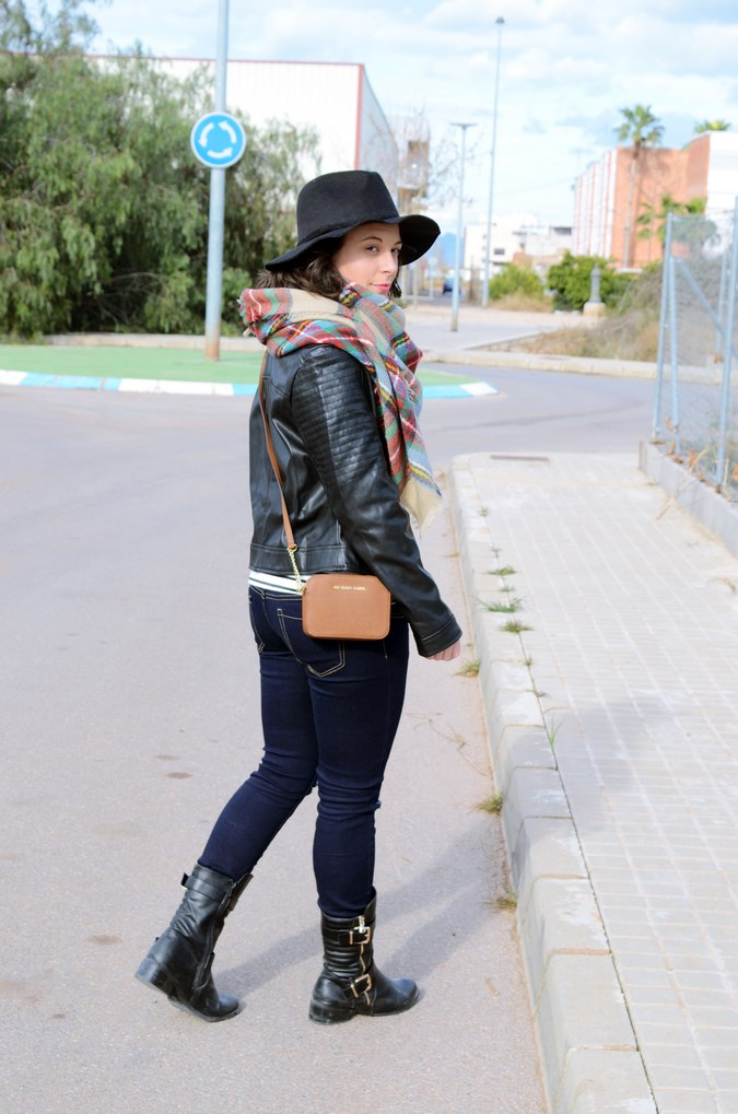 Leather and stripes_look_mivestsidoazul (6)