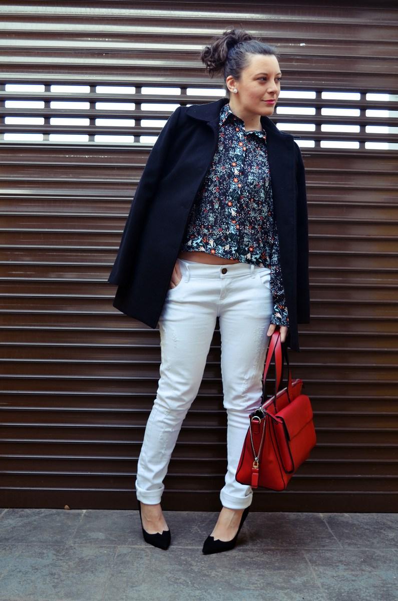 Camisa de flores y bolso rojo_Outfit_Mivestidoazul (3)