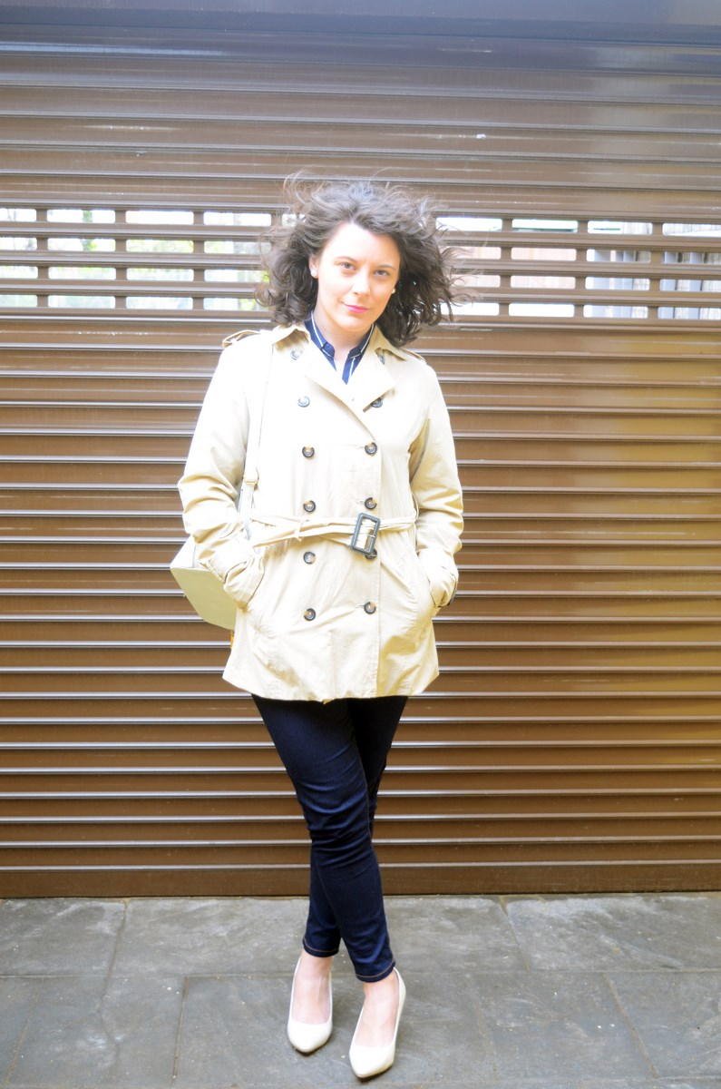 Blusa de rayas y trench_Outfit_mivestidoazul (3)