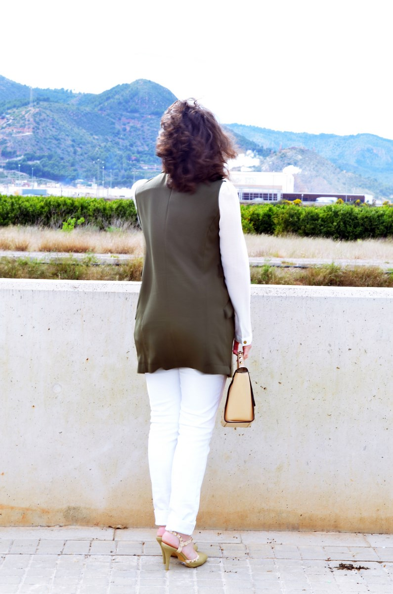Blanco y caqui_Outfit_Mivestidoazul (4)