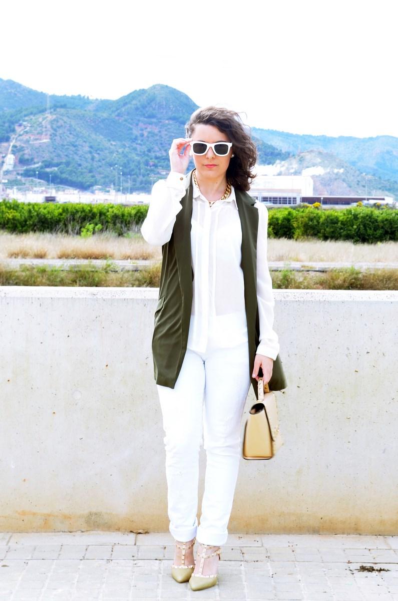 Blanco y caqui_Outfit_Mivestidoazul (8)