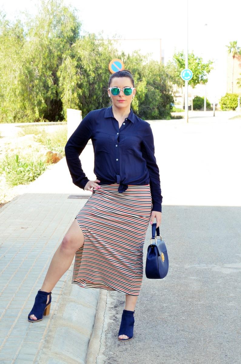 Maxifalda_rayas_y_azul_marino_Outfits_mivestidoazul (2)