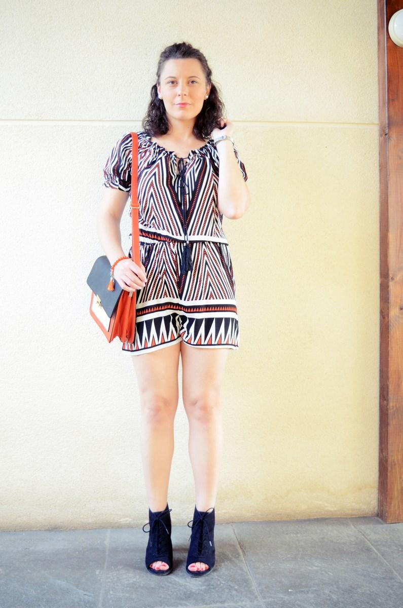 Mono corto_naranja, blanco y negro _outfit_mivestidoazul (4)