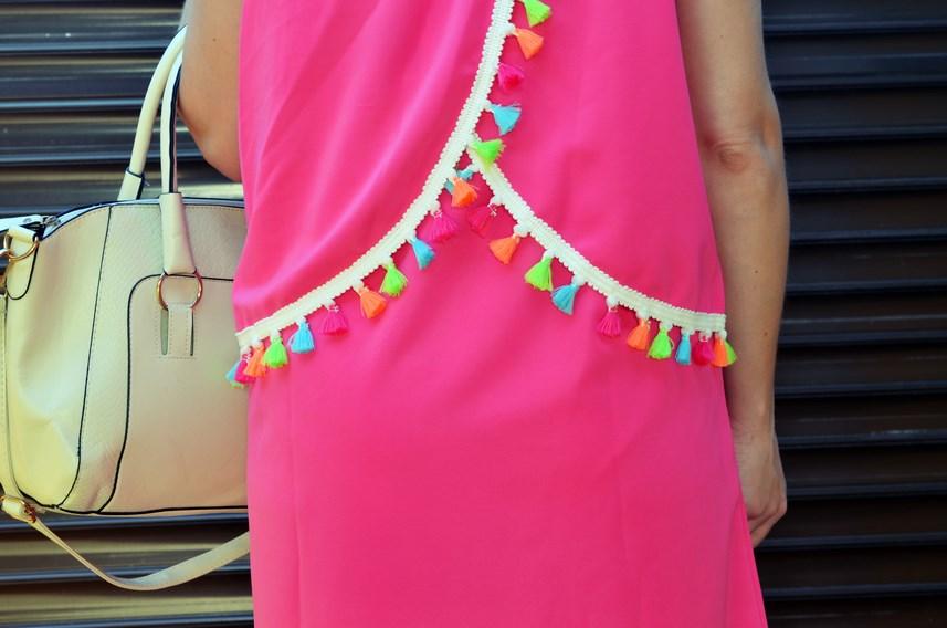 Vestido fucsia con borlas de colores_Outfit_Mivestidoazul (11)
