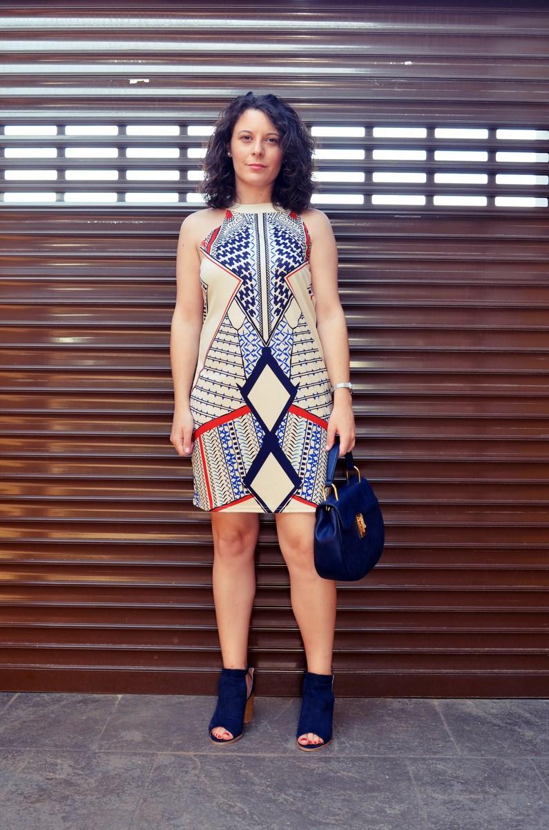 Vestido geométrico escote halter_outfits_fashionblog_mivestidoazul (2)