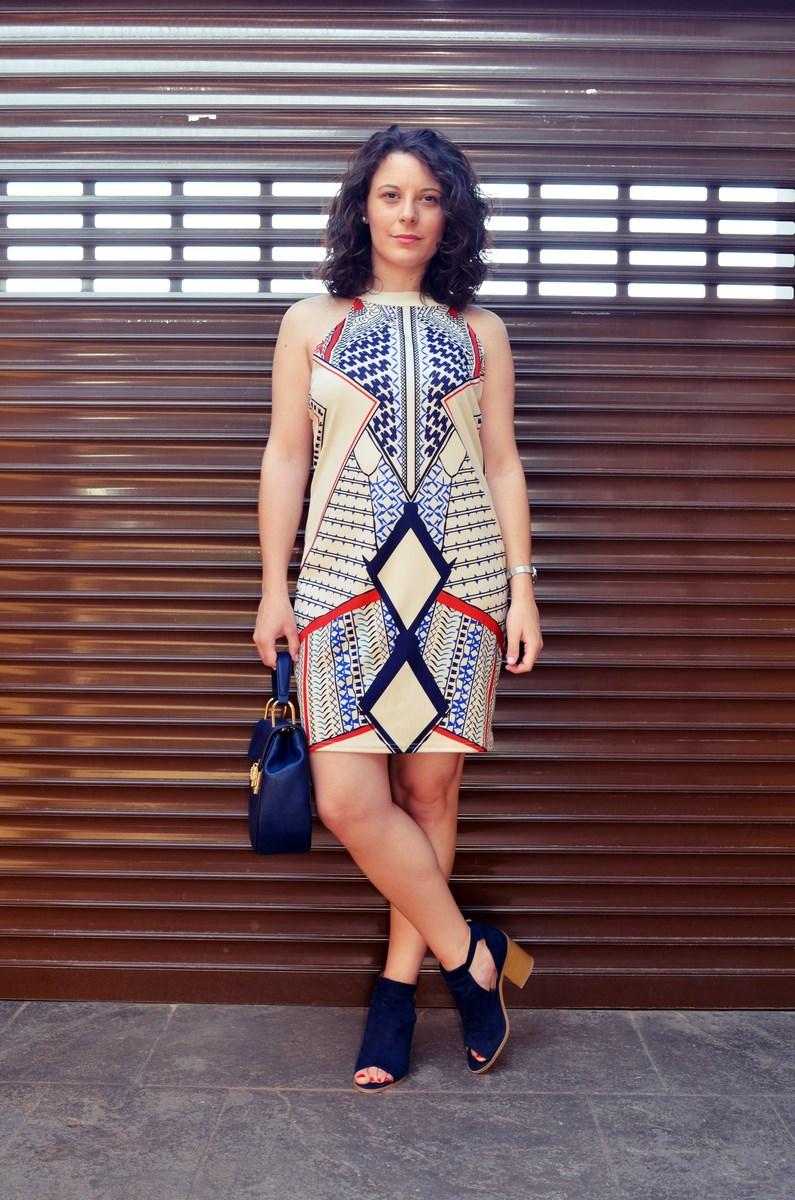 Vestido geométrico escote halter_outfits_fashionblog_mivestidoazul (4)