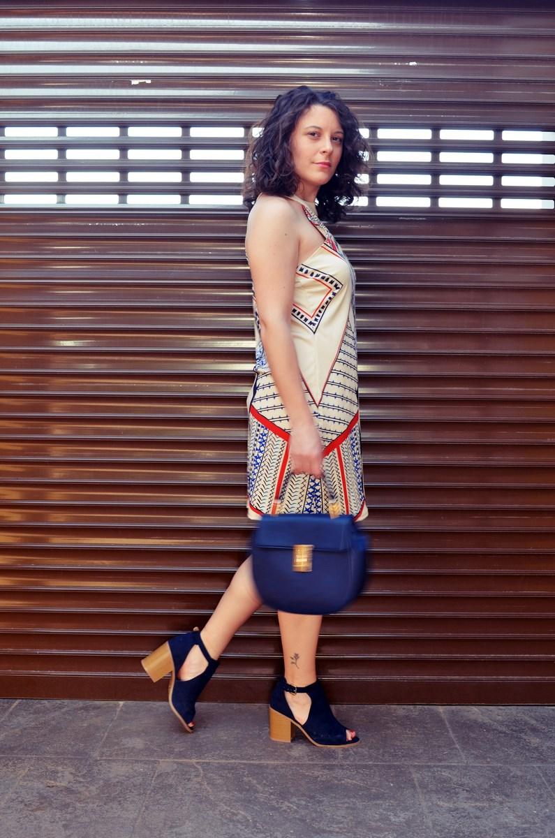 Vestido geométrico escote halter_outfits_fashionblog_mivestidoazul (5)