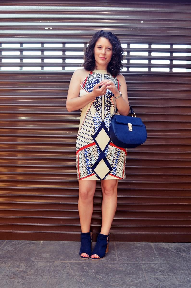 Vestido geométrico escote halter_outfits_fashionblog_mivestidoazul (6)
