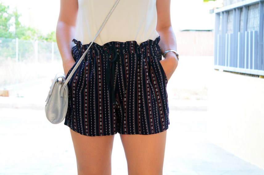 Shorts estampado y top bardot look outfit mivestidoazul.com streetstyle friendsfluencers (10)