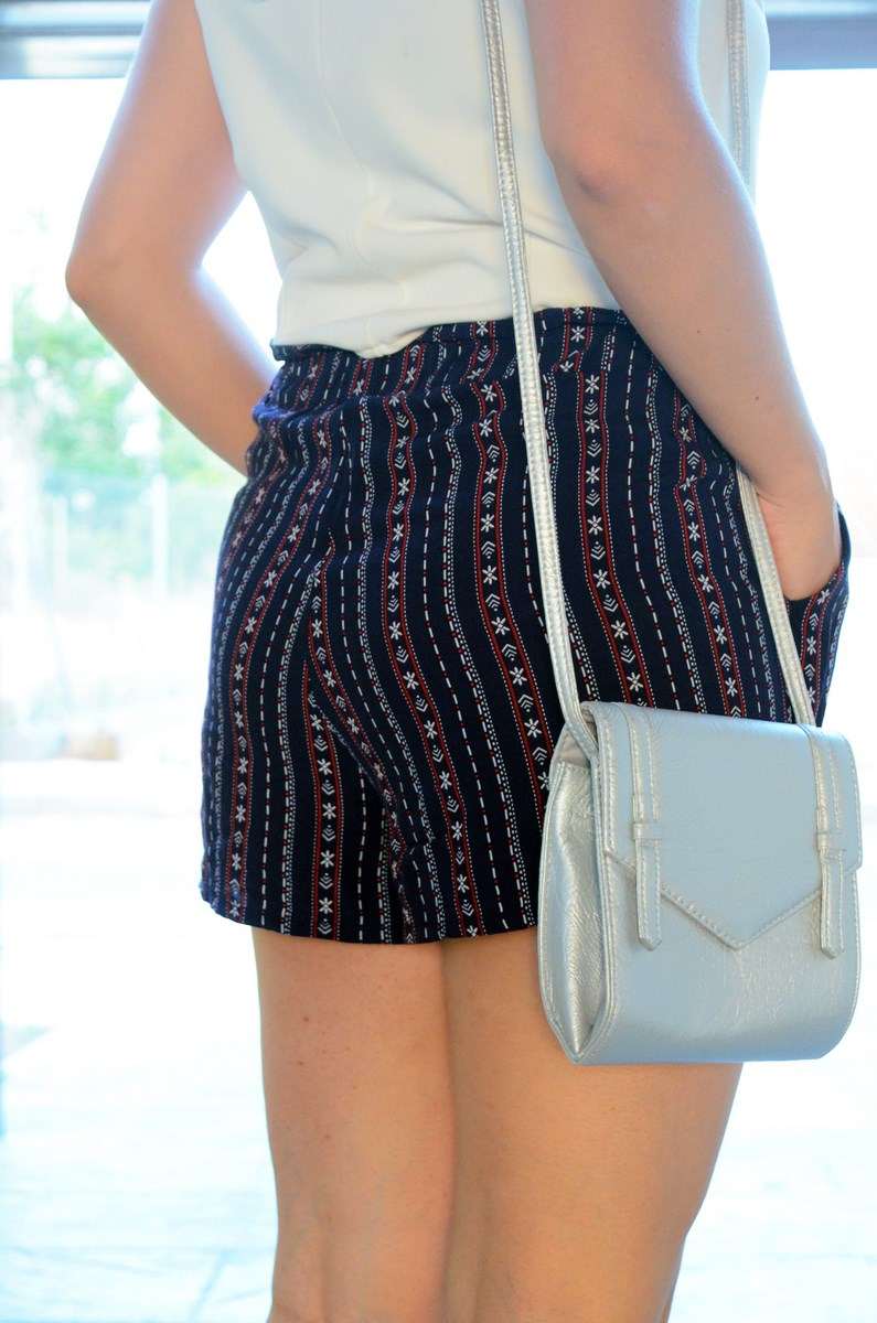 Shorts estampado y top bardot look outfit mivestidoazul.com streetstyle friendsfluencers (9)
