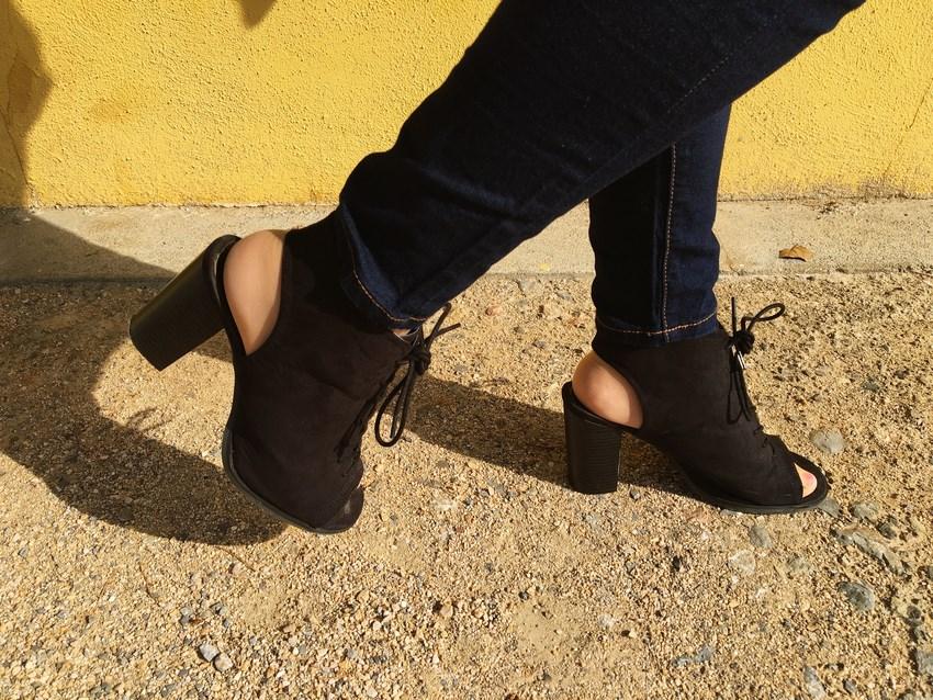 look_bomber_y_ccamiseta_cordones_streetstyle_fashionblogger_blogdemoda_castellon_mivestidoazul-14