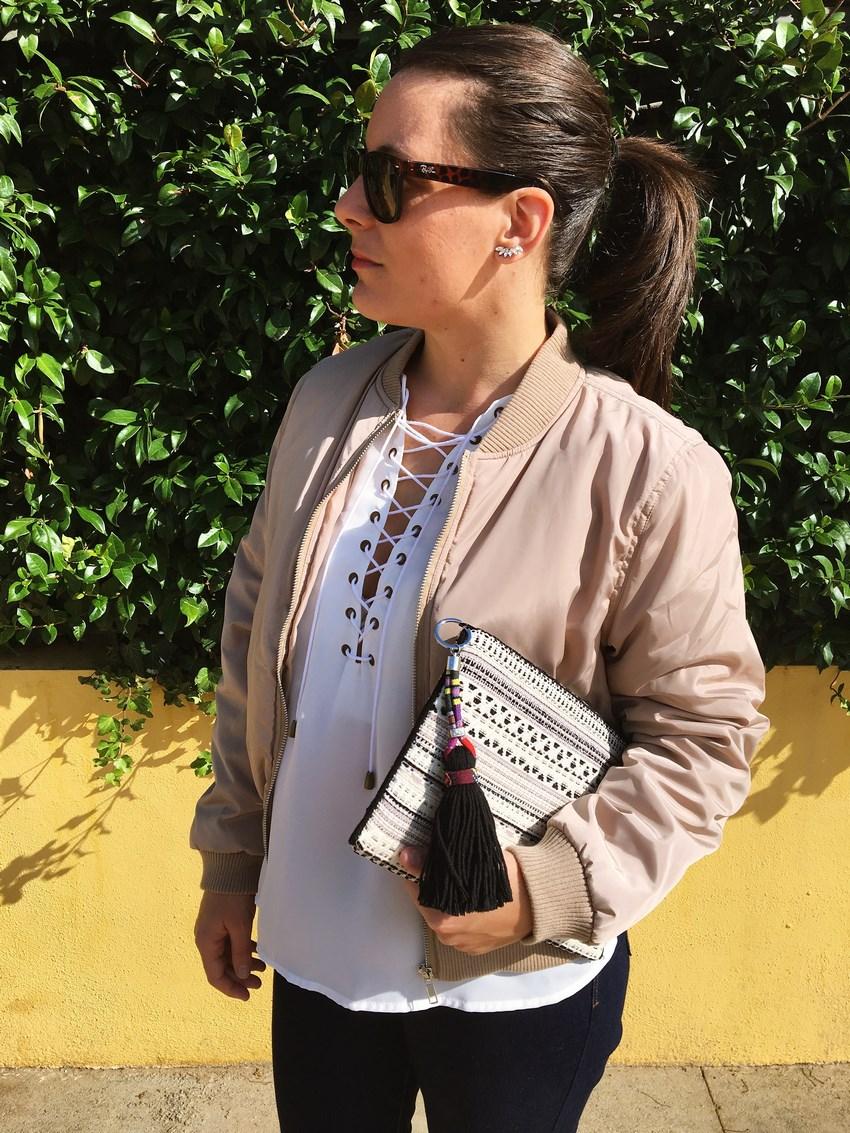 look_bomber_y_ccamiseta_cordones_streetstyle_fashionblogger_blogdemoda_castellon_mivestidoazul-5