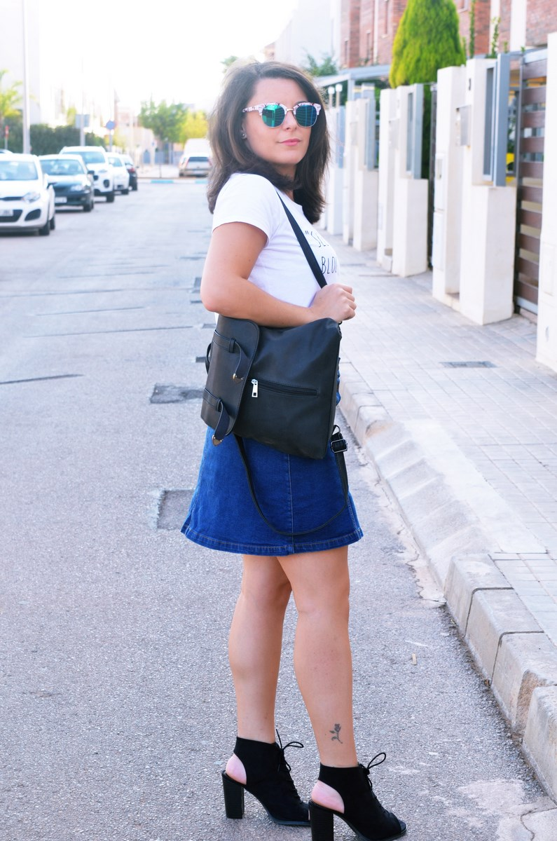 look_falda_denim_abotonada_streetstyle_mivestidoazul-3