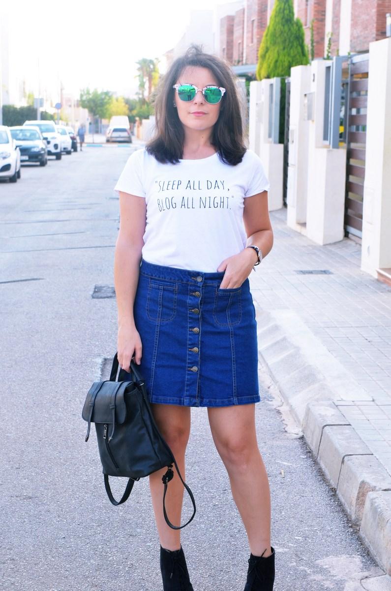 look_falda_denim_abotonada_streetstyle_mivestidoazul-4