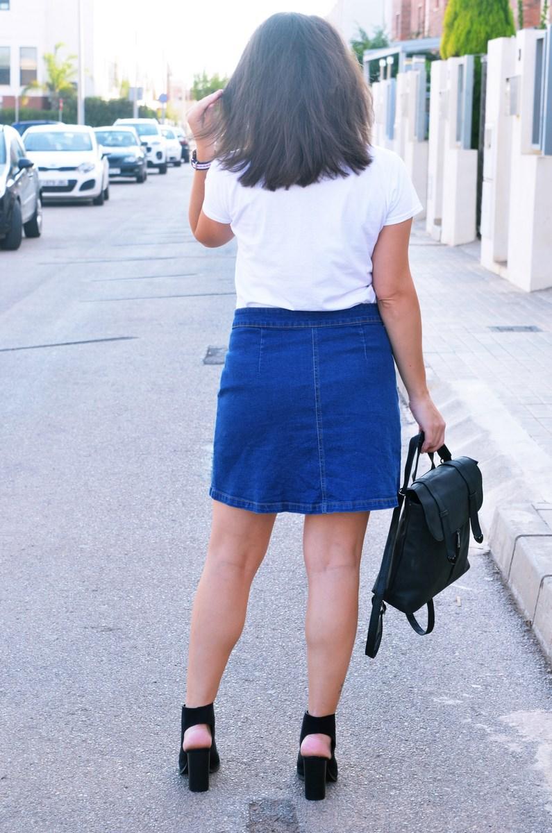 look_falda_denim_abotonada_streetstyle_mivestidoazul-5
