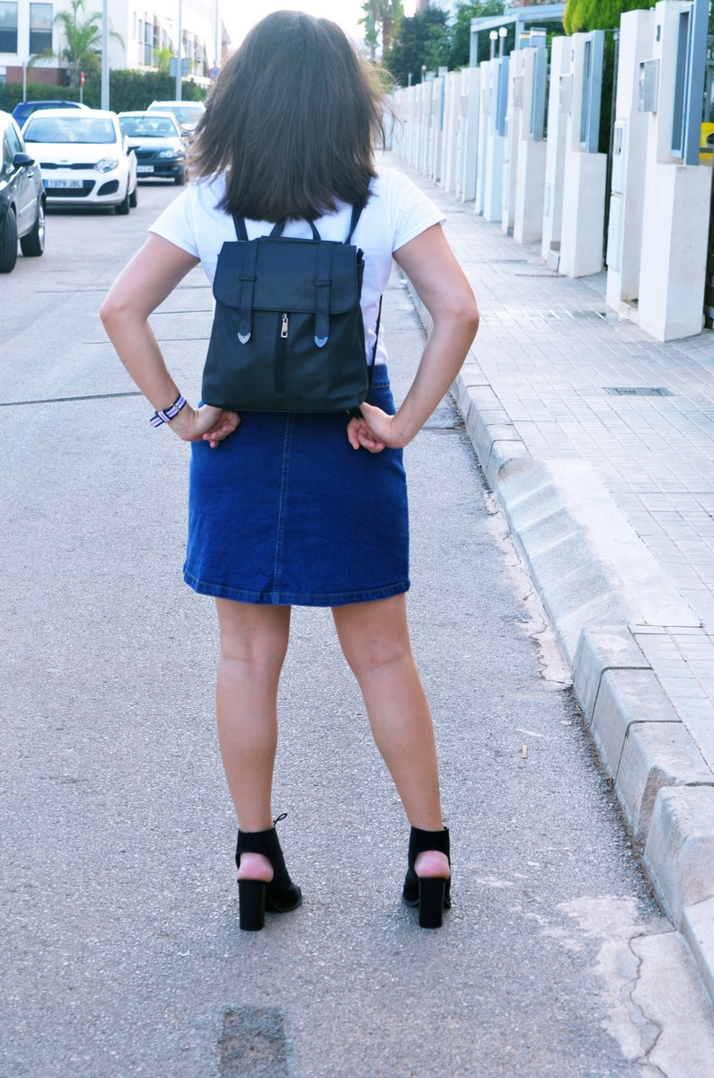 look_falda_denim_abotonada_streetstyle_mivestidoazul-9
