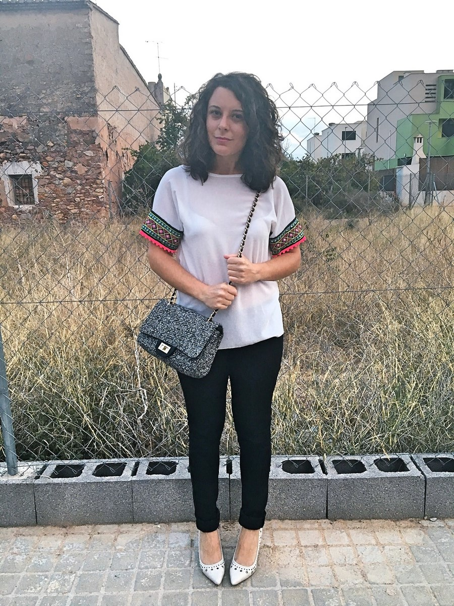 look_camisetadetallemangas_streetstyle_fashionblogger_blogdemoda_castellon_friendsfluencers_influencer_fashionista-6