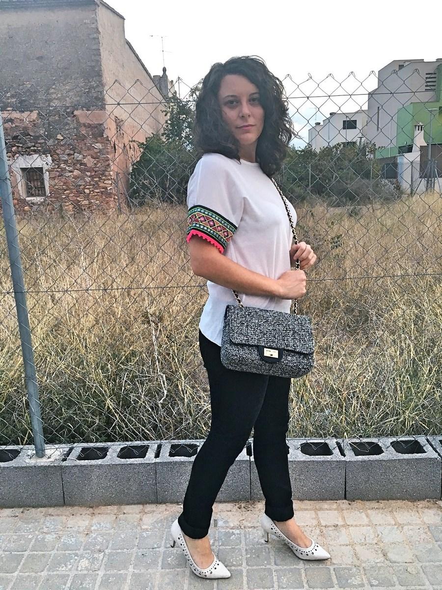 look_camisetadetallemangas_streetstyle_fashionblogger_blogdemoda_castellon_friendsfluencers_influencer_fashionista-7