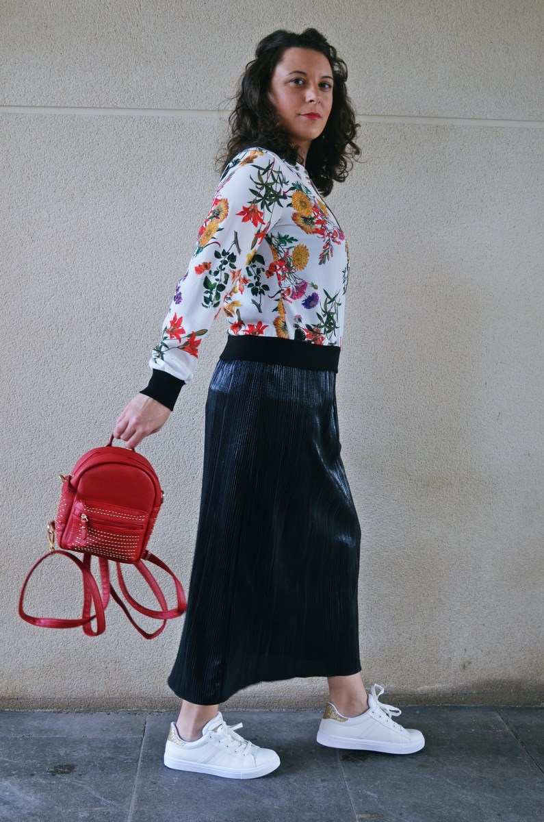 look_bomberconflores_streetstyle_sportychic_fashionblogger_mivestidoazul-10