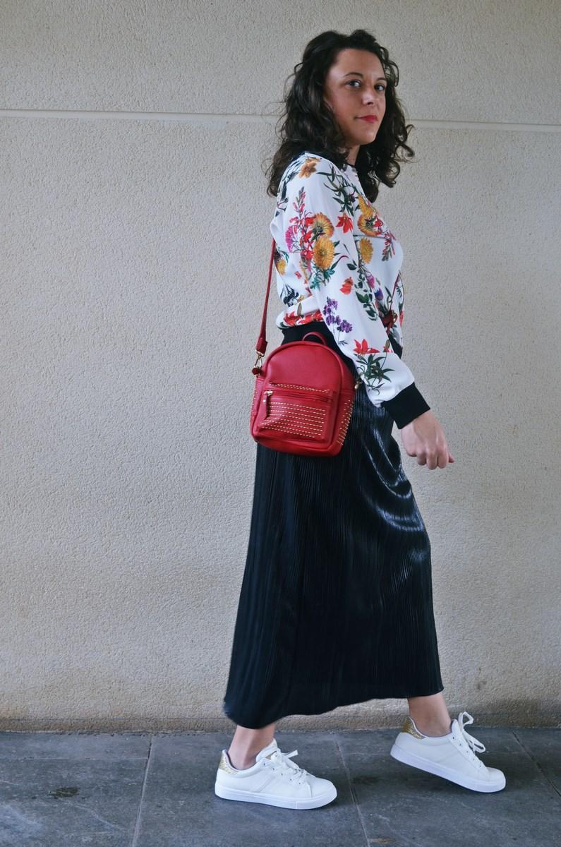 look_bomberconflores_streetstyle_sportychic_fashionblogger_mivestidoazul-12