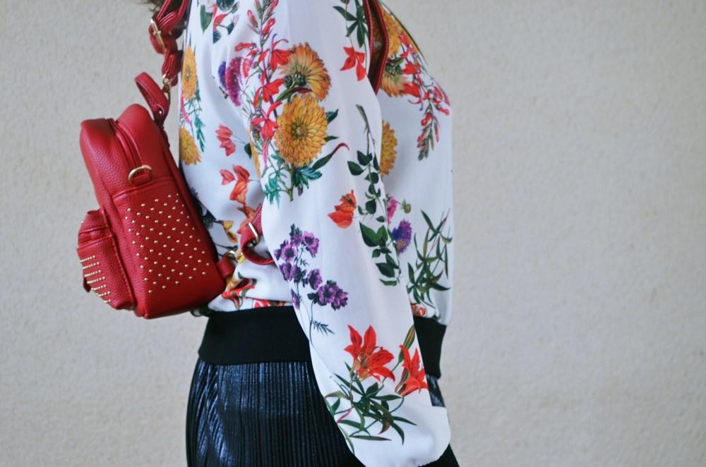 look_bomberconflores_streetstyle_sportychic_fashionblogger_mivestidoazul-2