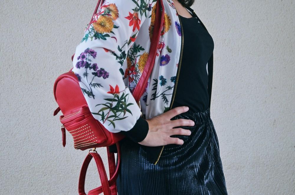 look_bomberconflores_streetstyle_sportychic_fashionblogger_mivestidoazul-7