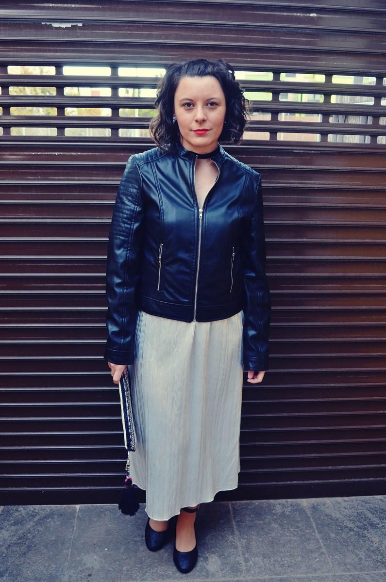 look_streetstyle_faldametalizadaytopterciopelo_blogdemoda_fashionblogger_influencer_mivestidoazul_castellon-1