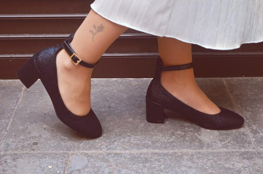 look_streetstyle_faldametalizadaytopterciopelo_blogdemoda_fashionblogger_influencer_mivestidoazul_castellon-11