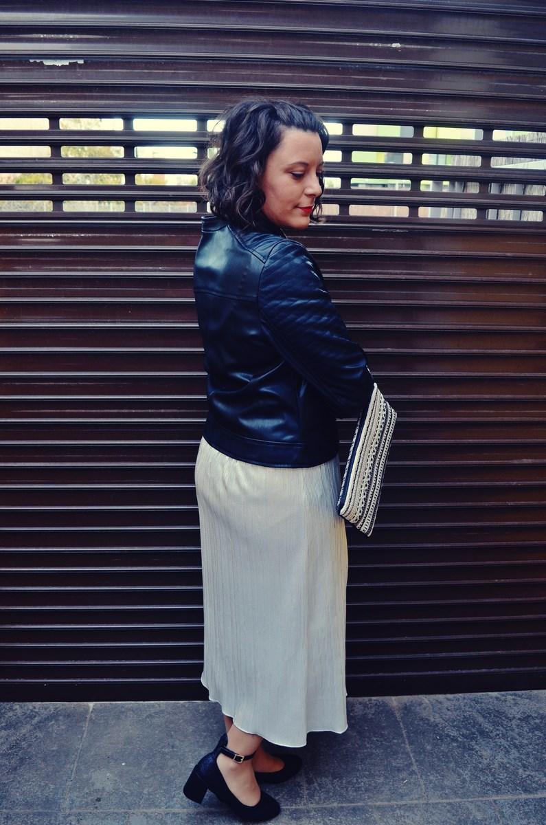 look_streetstyle_faldametalizadaytopterciopelo_blogdemoda_fashionblogger_influencer_mivestidoazul_castellon-3