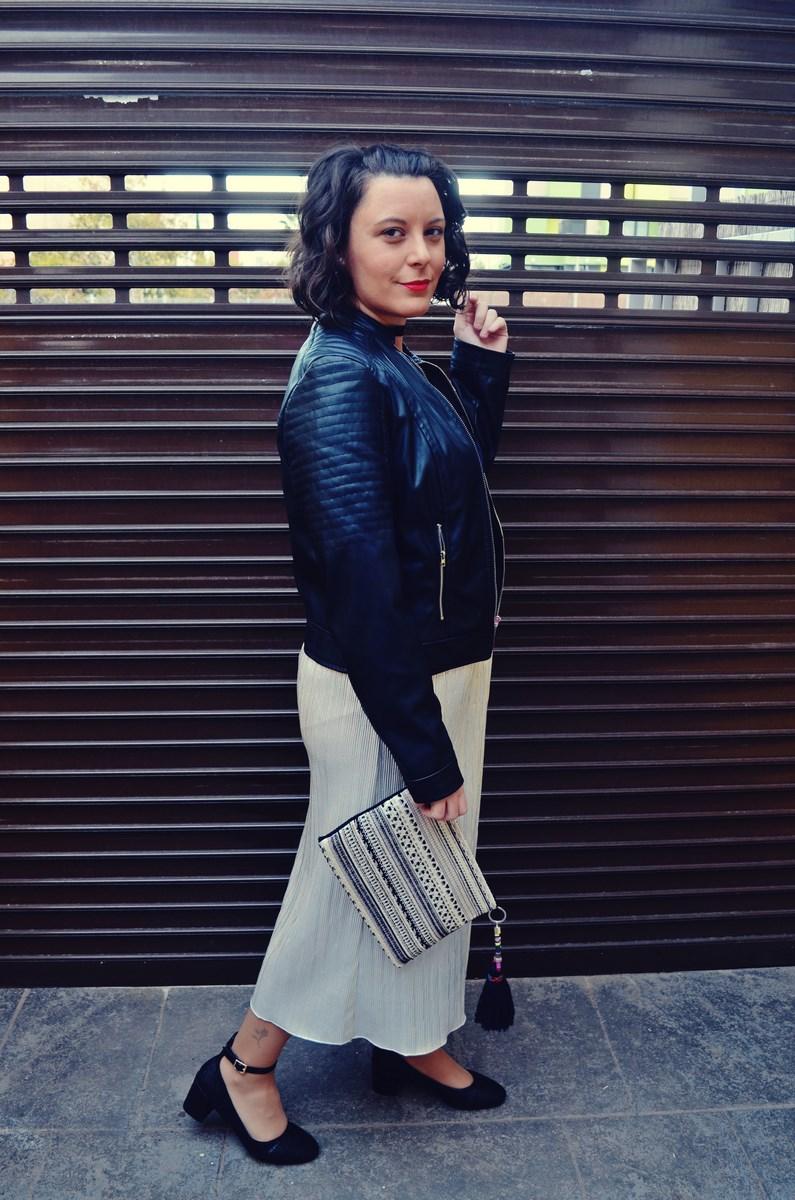 look_streetstyle_faldametalizadaytopterciopelo_blogdemoda_fashionblogger_influencer_mivestidoazul_castellon-6