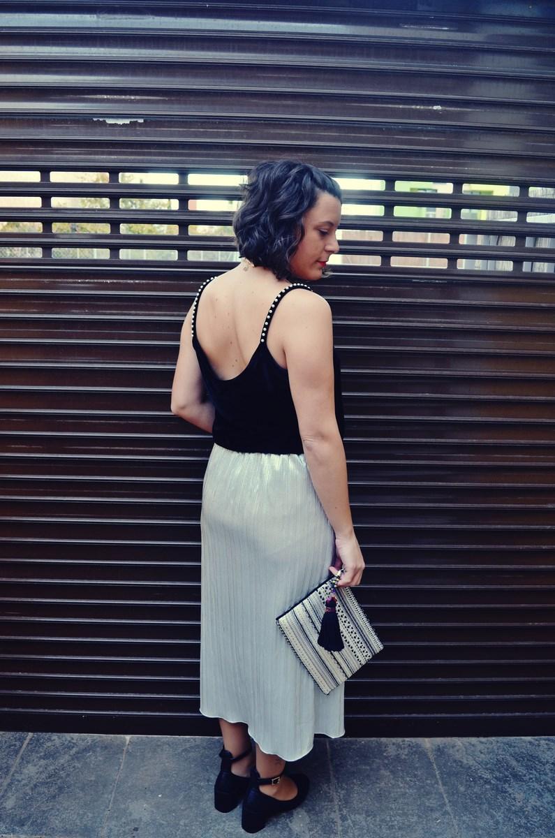 look_streetstyle_faldametalizadaytopterciopelo_blogdemoda_fashionblogger_influencer_mivestidoazul_castellon-8