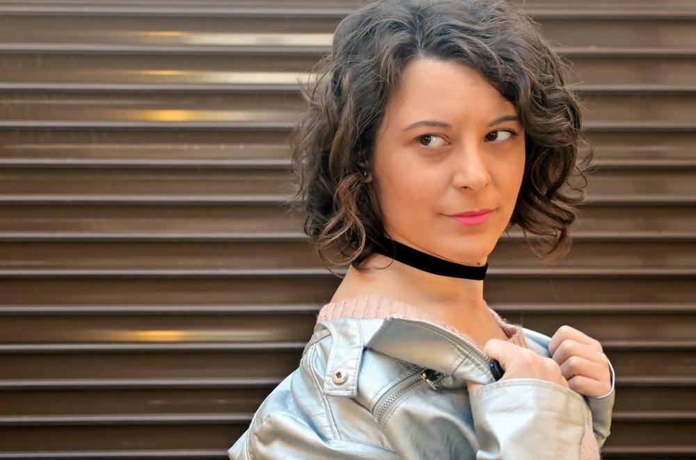 look_faldapolipieljerseyparches_streetstyle_fashionblogger_influencer_blogdemoda_castellon_valencia_mivestidoazul_itgirl-15