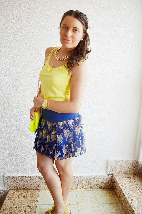 un toque de amarillo, azul, falda, flores, primark, mi vestido azul, castellón blogger, blog de moda, fashion blogger