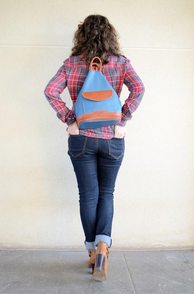 look, outfit, moda, fashion, streetstyle, camisa cuadros, leñador, mochila, piel, azul petroleo, mi vestido azul, fashion blogger, blog de moda, castellón, españa, valencia, lourdes,