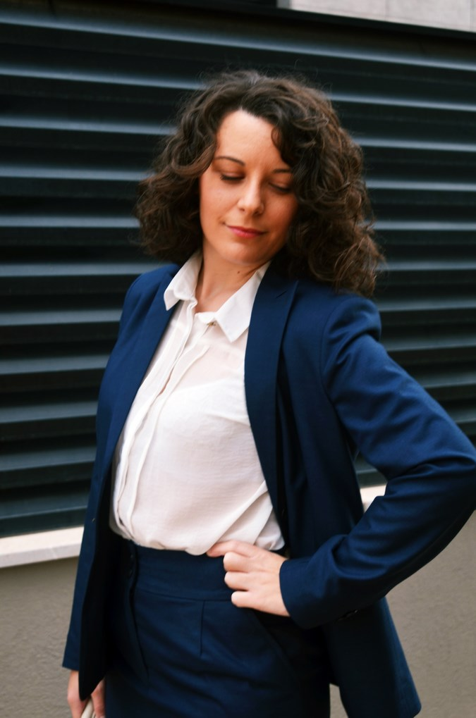 Authentic working girl (1)