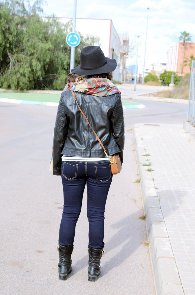Leather and stripes_look_mivestsidoazul (5)
