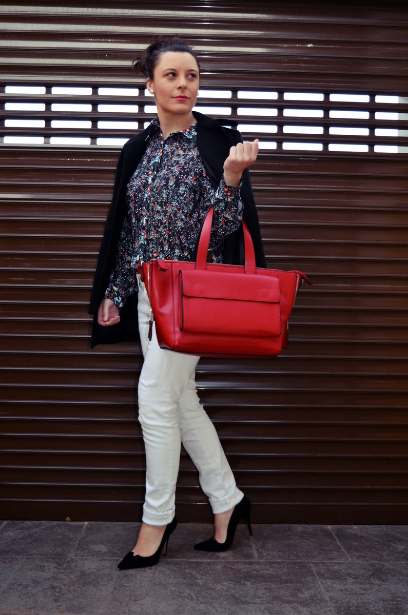 Camisa de flores y bolso rojo_Outfit_Mivestidoazul (1)