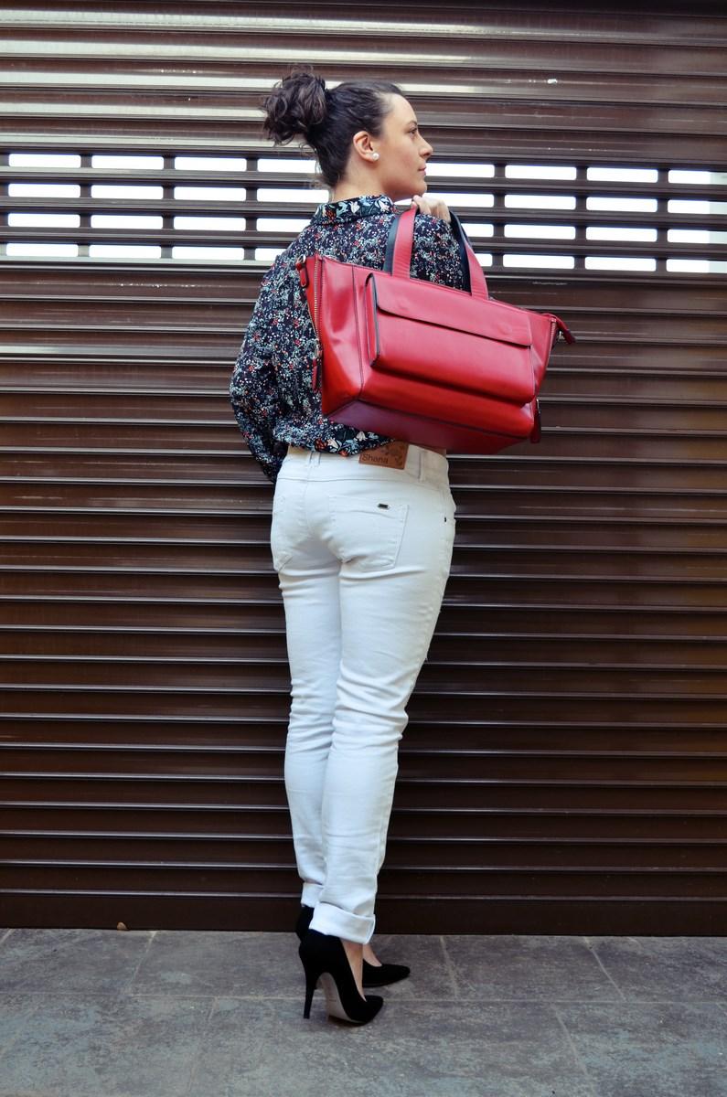 Camisa de flores y bolso rojo_Outfit_Mivestidoazul (11)