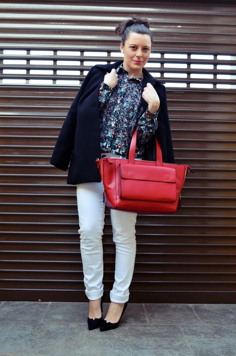 Camisa de flores y bolso rojo_Outfit_Mivestidoazul (2)