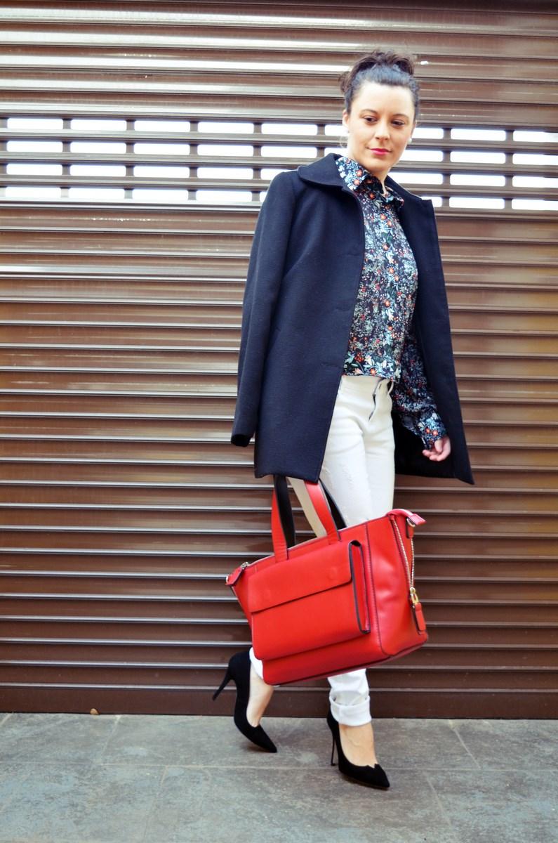 Camisa de flores y bolso rojo_Outfit_Mivestidoazul (5)
