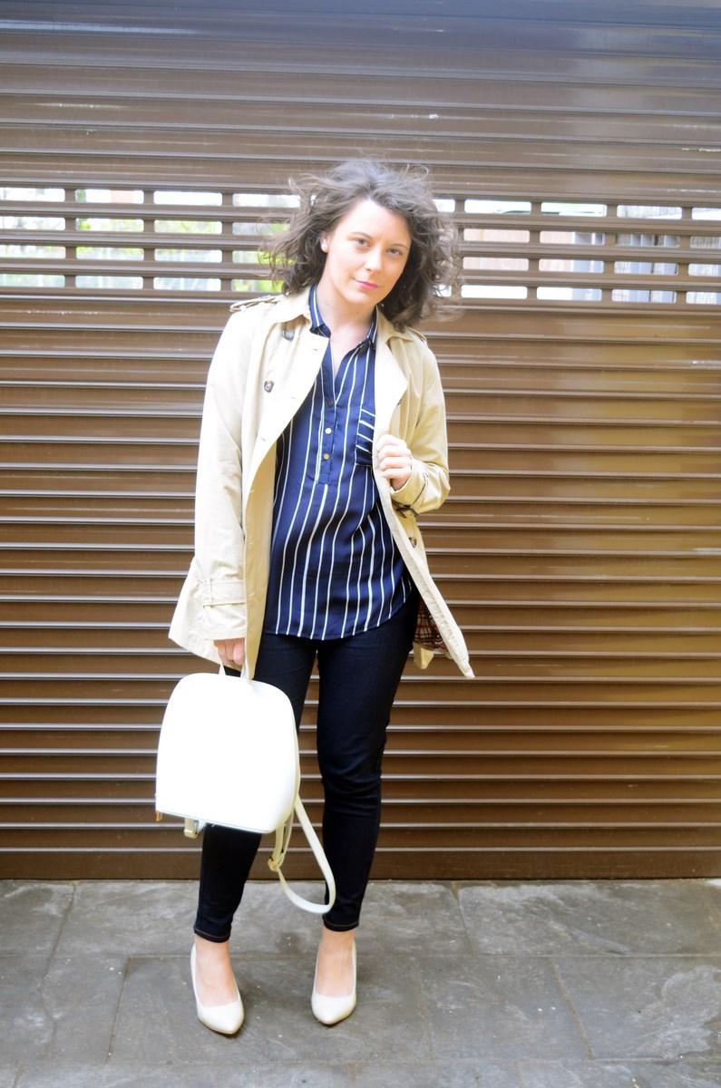 Blusa de rayas y trench_Outfit_mivestidoazul (1)