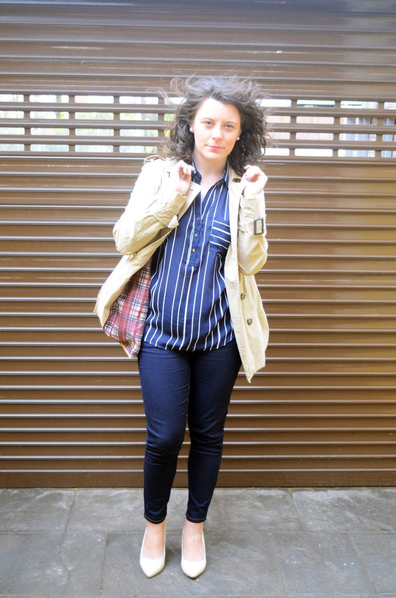 Blusa de rayas y trench_Outfit_mivestidoazul (2)